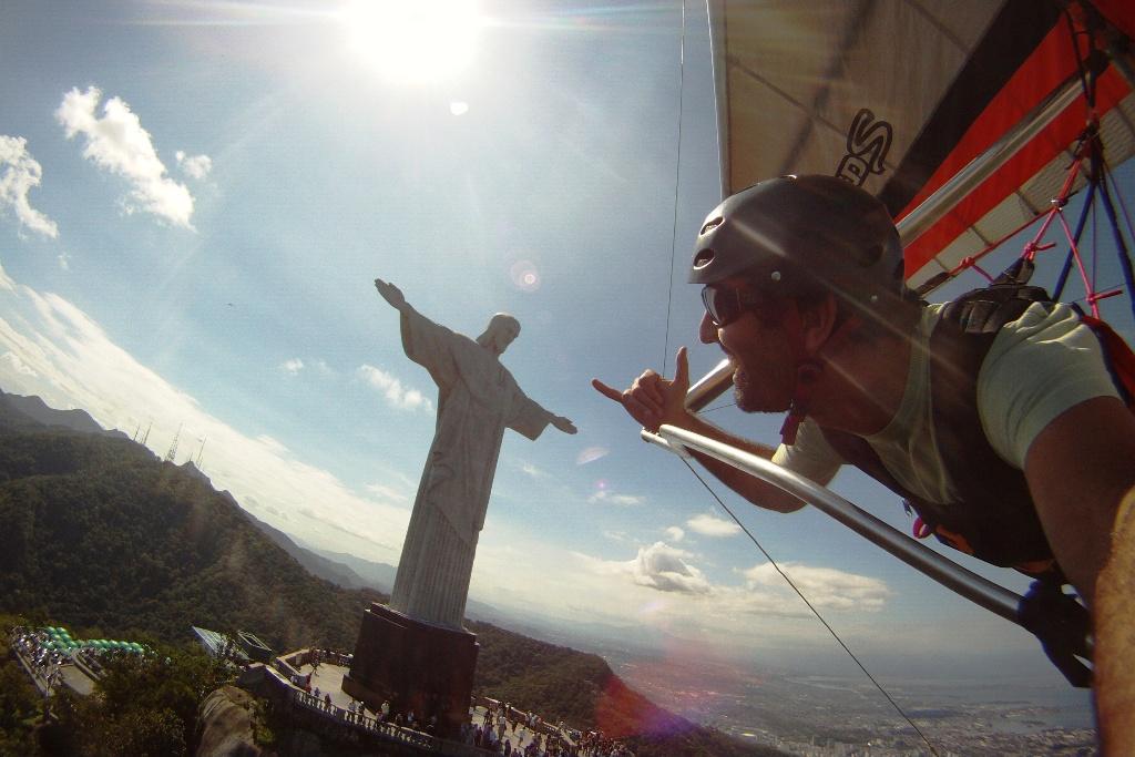 Rio Asa Delta hang loose com o cristo redentor