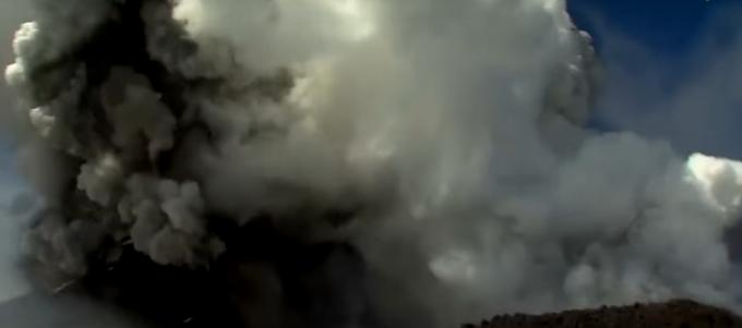 SHOCKING! BBC camerawoman caught Etna eruption